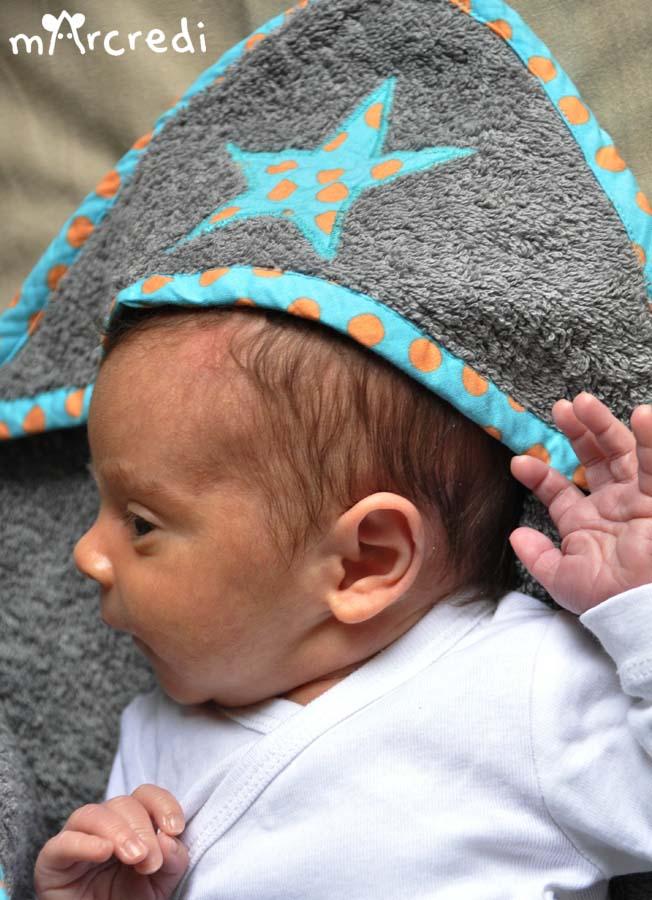 cape de bain pois bleu tete