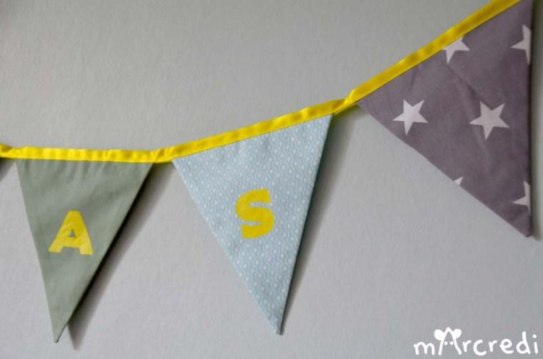 guirlande fanions bleu jaune lettres