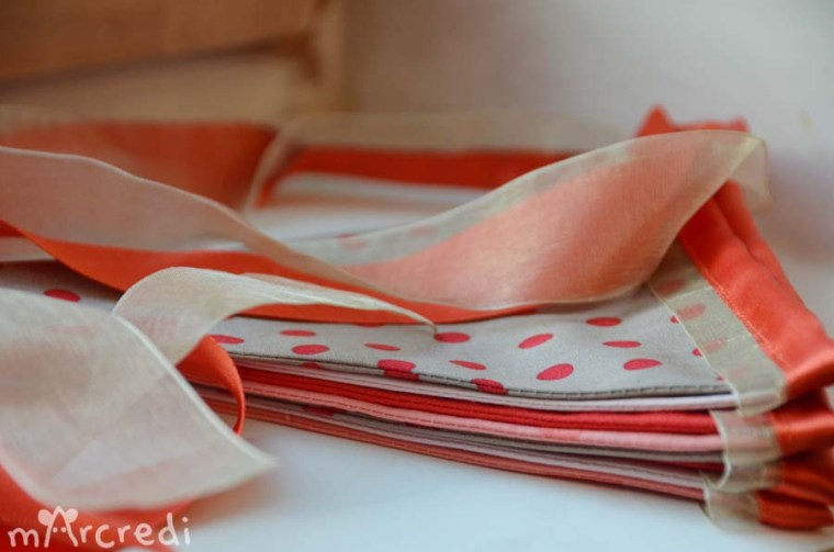 guirlande fanions rouge taupe fold