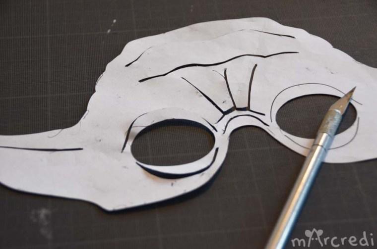 Le masque pour la personne de la crème pour les mains