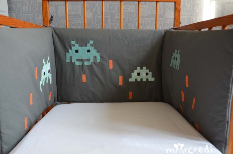le tour de lit space invaders. Black Bedroom Furniture Sets. Home Design Ideas