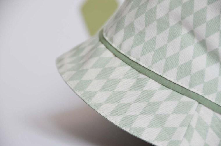 chapeau losange passepoil