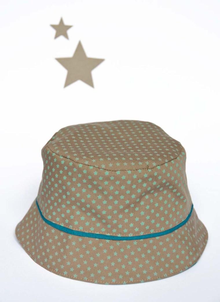 chapeau étoiles beige vert bébé