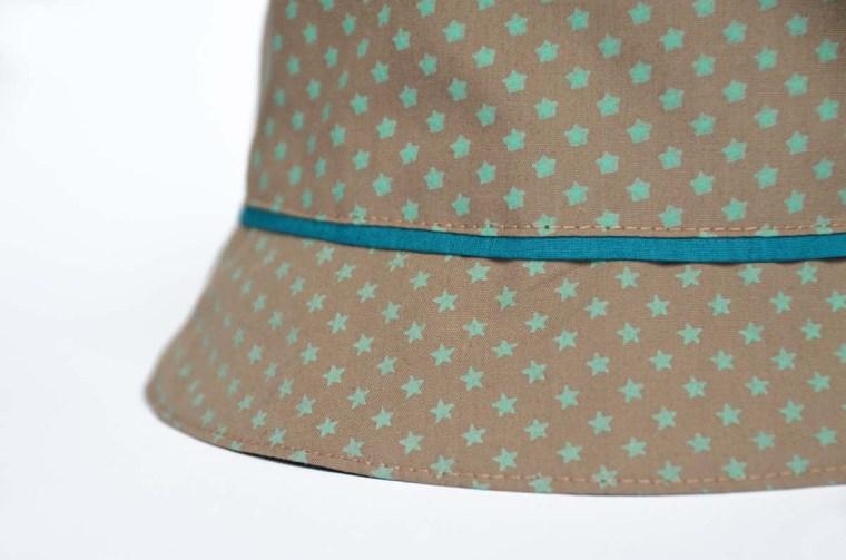 chapeau étoiles beige vert passepoil