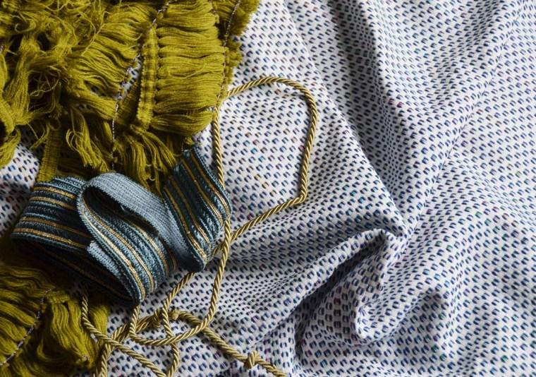 soie dit en couleur galons beau tissu