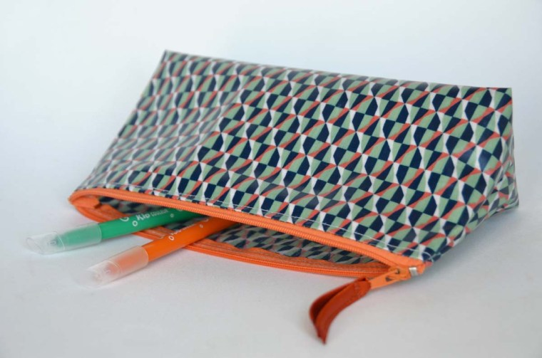 trousse-vintage-geometric-orange-vert-navy-open