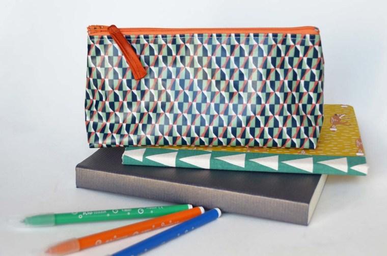 trousse-vintage-geometric-orange-vert-navy