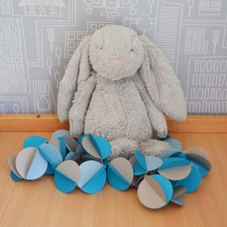 guirlande-papier-bleu-gris-lapin