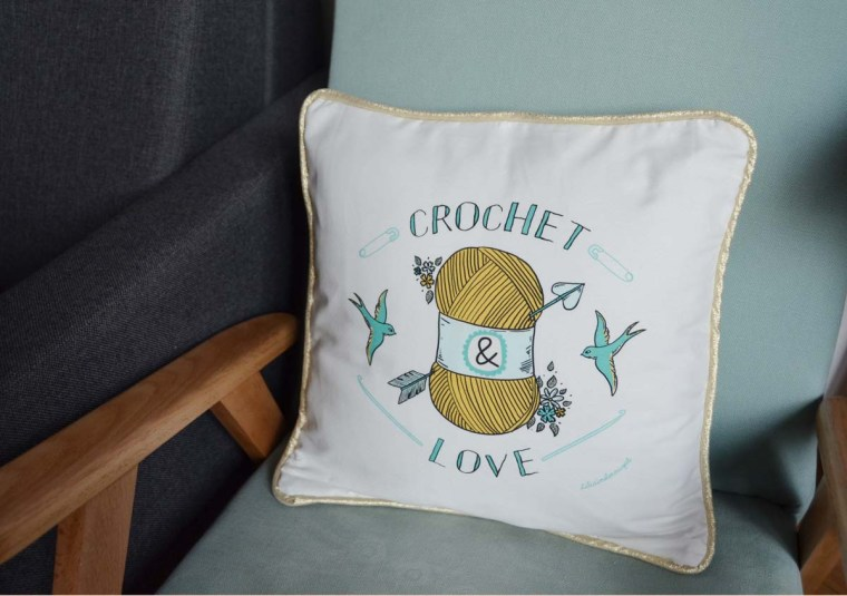 coussin-crochet-love-wool