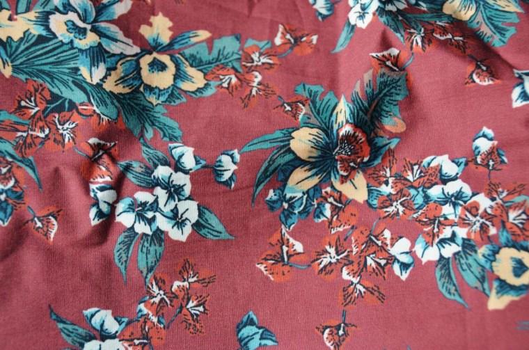 tissu-coton-fleuri-rouge-lyon