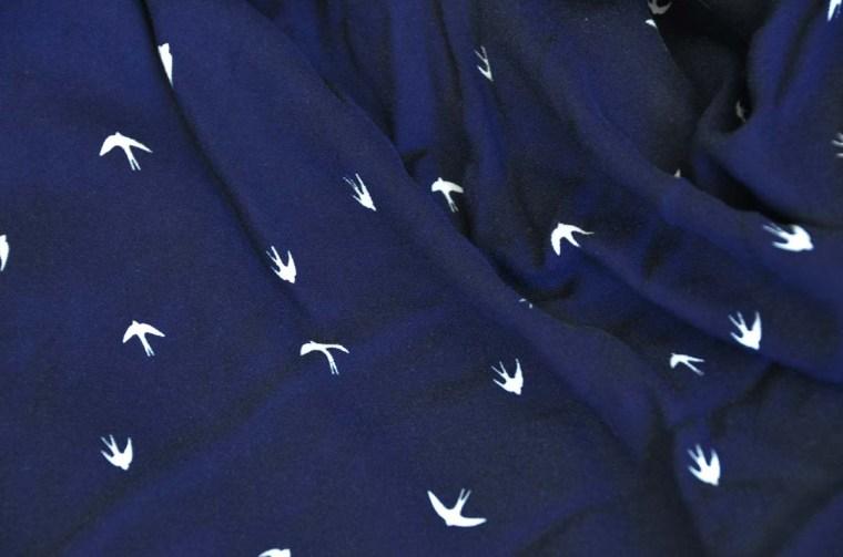 tissu crepe viscose bleu nuit hirondelles