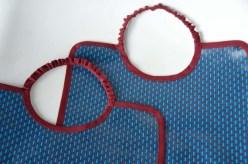 bavoir grand bleu mini motif bordeau