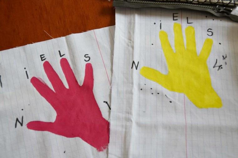 cadeau maitresse main enfant tissu papier