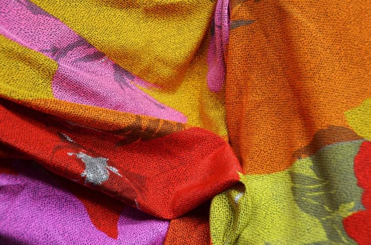 tissu grosses fleurs rouge orange rose soie