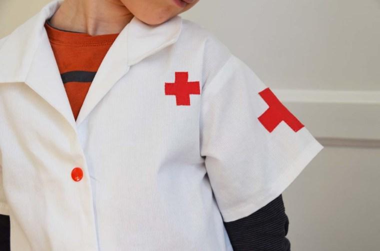 deguisement docteur croix rouge